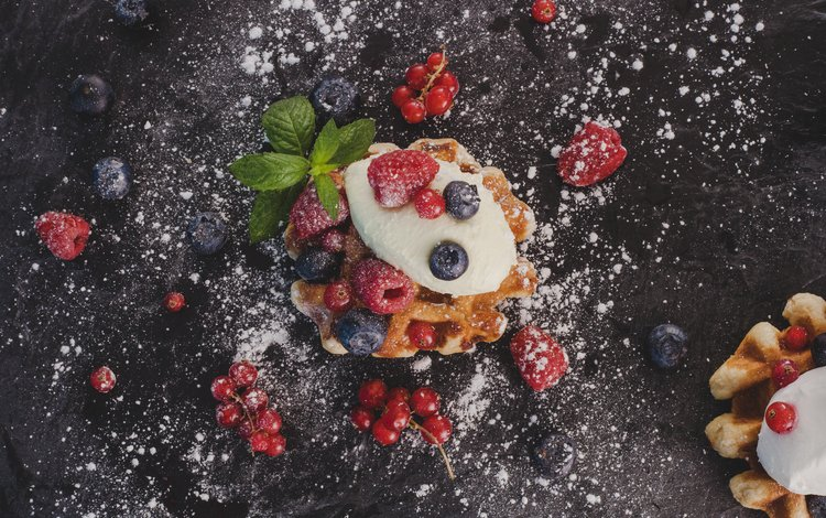 мята, вафли, малина, крем, еда, ягоды, черника, сладкое, красная смородина, сахарная пудра, mint, waffles, raspberry, cream, food, berries, blueberries, sweet, red currant, powdered sugar