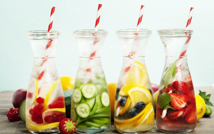 фрукты, трубочки, клубника, освежающие напитки, лёд, лимон, ягоды, черника, бутылки, красная смородина, fruit, tube, strawberry, refreshing drinks, ice, lemon, berries, blueberries, bottle, red currant