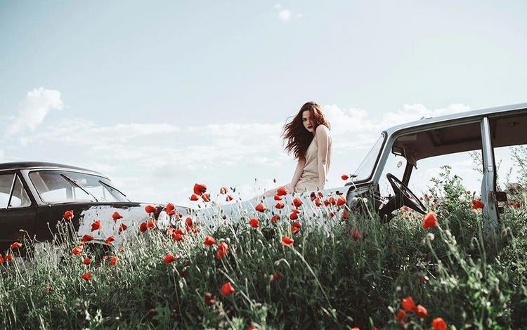небо, волосы, цветы, лицо, облака, poppy, jovana rikalo, девушка, взгляд, маки, авто, модель, the sky, hair, flowers, face, clouds, girl, look, maki, auto, model