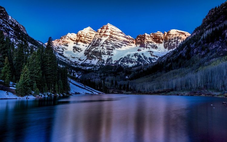 небо, закат, деревья, пейзаж, вода, сумерки, река, горы, снег, природа, лес, the sky, sunset, trees, landscape, water, twilight, river, mountains, snow, nature, forest
