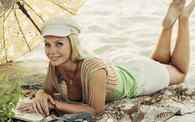 девушка, david dubnitskiy, поза, блондинка, улыбка, песок, пляж, модель, грудь, girl, pose, blonde, smile, sand, beach, model, chest