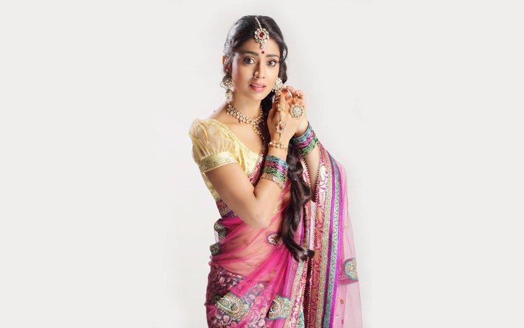 украшения, индийская, девушка, shriya saran, взгляд, волосы, лицо, актриса, белый фон, макияж, decoration, indian, girl, look, hair, face, actress, white background, makeup