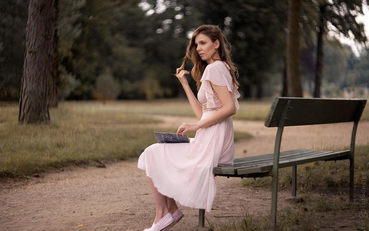 девушка, лицо, парк, книга, платье, сидя, взгляд, чтение, модель, trid estet, профиль, волосы, скамейка, girl, face, park, book, dress, sitting, look, reading, model, profile, hair, bench