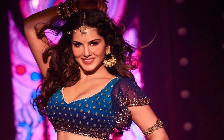 украшения, индийская, девушка, улыбка, взгляд, волосы, лицо, актриса, санни леоне, decoration, indian, girl, smile, look, hair, face, actress, sunny leone