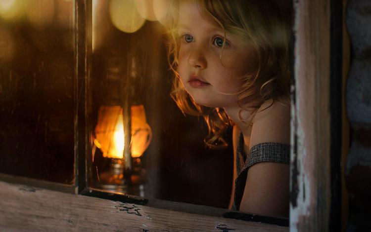 свет, взгляд, лампа, девочка, волосы, лицо, окно, elena shumilova, light, look, lamp, girl, hair, face, window