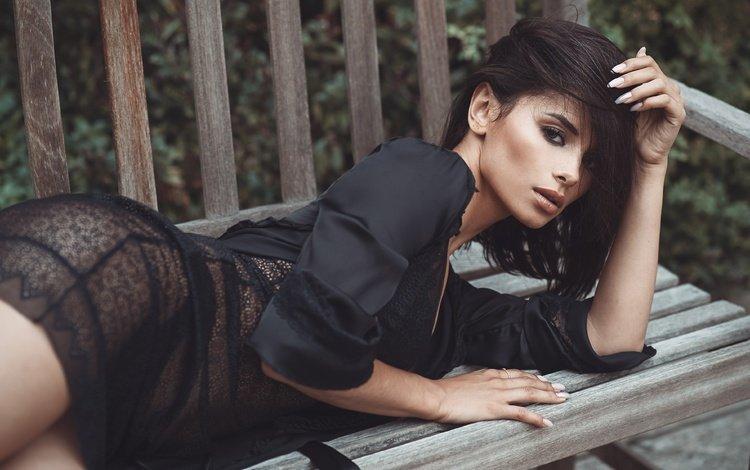 платье, красотка, поза, в чёрном, брюнетка, massimo leonardi, лежит, скамейка, макияж, прическа, фигура, dress, beauty, pose, in black, brunette, lies, bench, makeup, hairstyle, figure