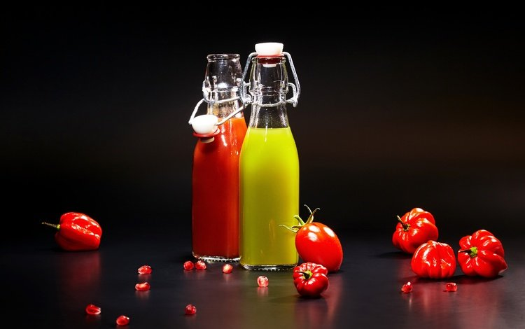 напиток, черный фон, овощи, бутылка, помидоры, перец, сок, drink, black background, vegetables, bottle, tomatoes, pepper, juice