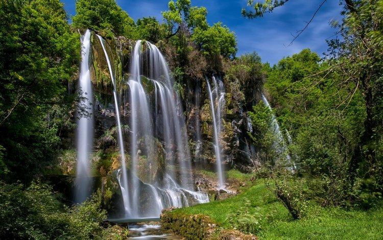 деревья, brochaux waterfall, солнце, зелень, лес, скала, ручей, водопад, франция, trees, the sun, greens, forest, rock, stream, waterfall, france