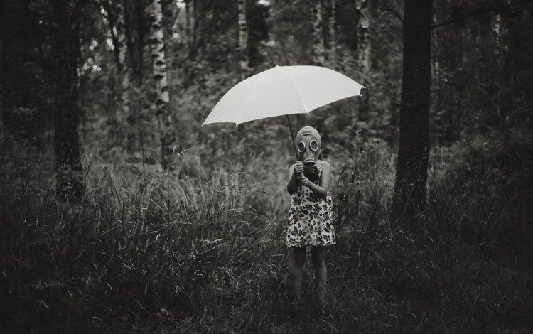 природа, лес, чёрно-белое, дети, девочка, зонт, ребенок, противогаз, nature, forest, black and white, children, girl, umbrella, child, gas mask
