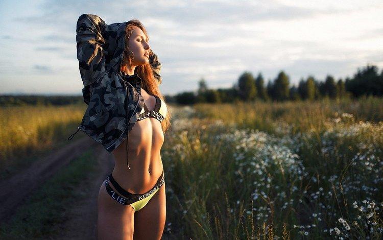 дорога, модель, полевые цветы, позирует, в белье, закрытые глаза, света гращенкова, sveta statham, road, model, wildflowers, posing, in lingerie, closed eyes, light graschenkova