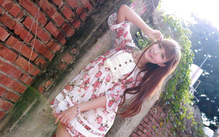девушка, азиатка, платье, стоит, лето, взгляд, стена, волосы, лицо, кирпичи, girl, asian, dress, is, summer, look, wall, hair, face, bricks