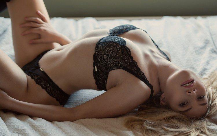 девушка, блондинка, бюстгальтер, черное белье, в постели, джек рассел, скарлетт джейн, girl, blonde, bra, black lingerie, in bed, jack russell, scarlett jane