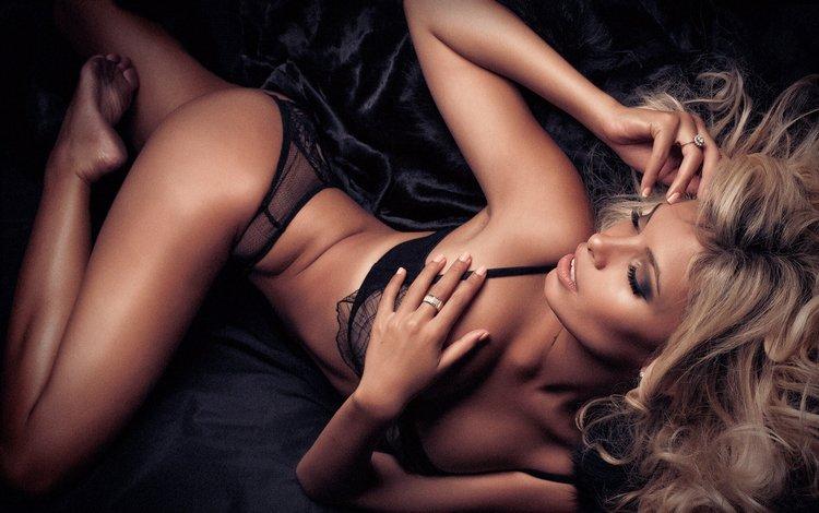 девушка, блондинка, попа, модель, ноги, длинные волосы, черное белье, симона ангарано, girl, blonde, ass, model, feet, long hair, black lingerie, simone angarano