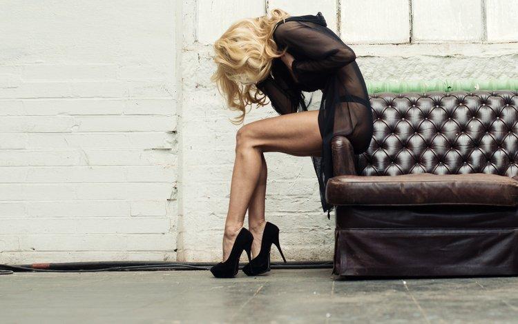 девушка, блондинка, модель, ножки, диван, высокие каблуки, giacchi, girl, blonde, model, legs, sofa, high heels