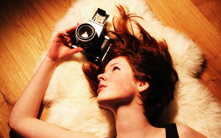 девушка, взгляд, фотоаппарат, профиль, волосы, лицо, girl, look, the camera, profile, hair, face