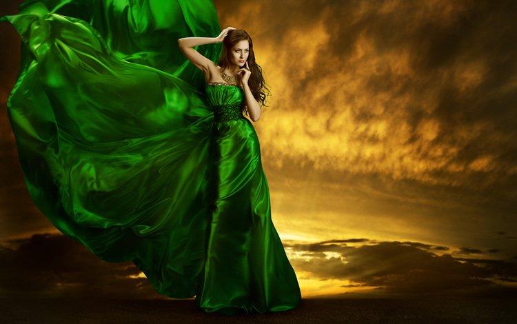 небо, ночь, девушка, модель, ветер, шатенка, зеленое платье, the sky, night, girl, model, the wind, brown hair, green dress