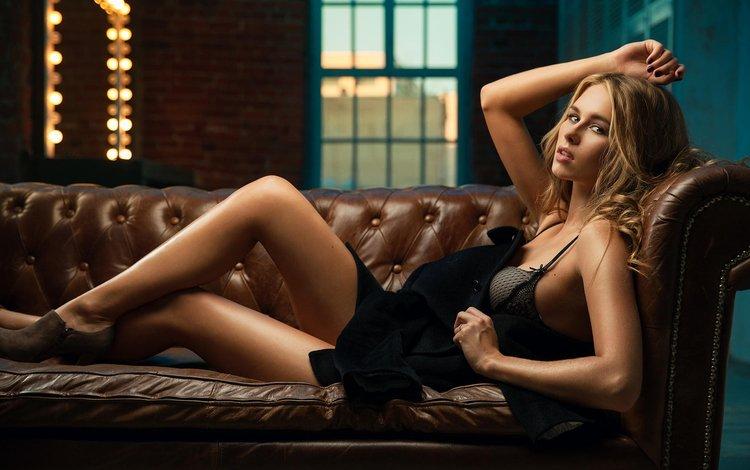 девушка, длинные волосы, блондинка, взгляд, модель, ножки, волосы, лицо, диван, girl, long hair, blonde, look, model, legs, hair, face, sofa