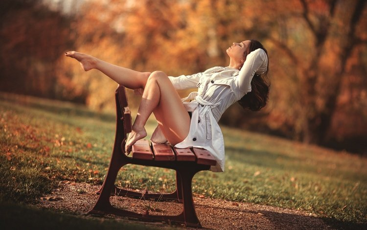 деревья, модель, босая, солнце, сидит, laurent kc, девушка, плащ, настроение, ножки, парк, скамейка, поза, прическа, осень, шатенка, белый, боке, trees, model, barefoot, the sun, sitting, girl, cloak, mood, legs, park, bench, pose, hairstyle, autumn, brown hair, white, bokeh