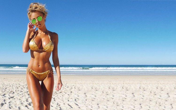 girl, drop, sea, beach, glasses, lips, blue, sky, solar, bikini, wide, see, eyes, front, nice, ocean, wet