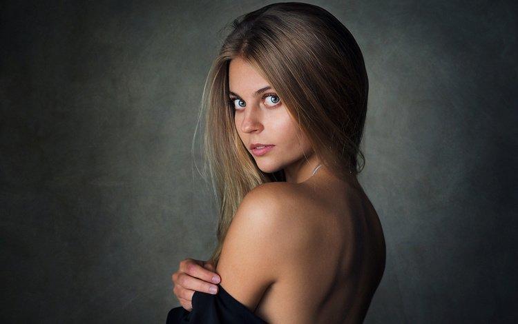 девушка, простой фон, блондинка, голые плечи, портрет, шон арчер, взгляд, модель, волосы, лицо, позирует, girl, simple background, blonde, bare shoulders, portrait, sean archer, look, model, hair, face, posing