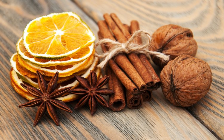 орехи, корица, лимоны, пряности, бадьян, деревянная поверхность, nuts, cinnamon, lemons, spices, star anise, wooden surface