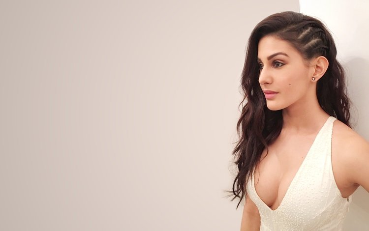 girl, dress, look, hair, face, actress, neckline, amira dastur