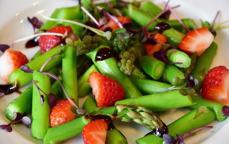 клубника, ягоды, овощи, соус, салат, спаржа, strawberry, berries, vegetables, sauce, salad, asparagus
