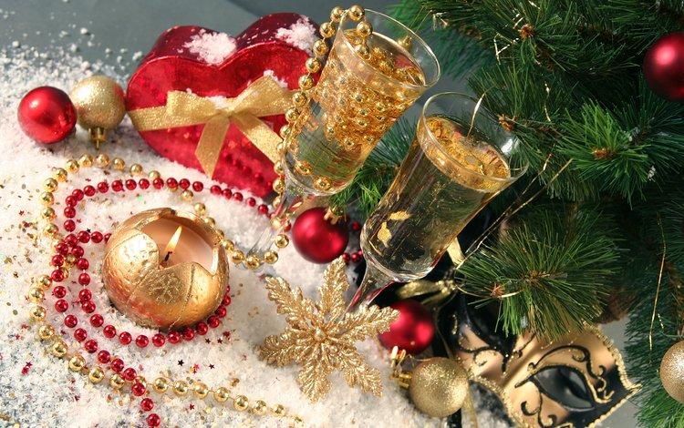 свечи, праздник, новый год, рождество, елка, шампанское, снежинки, мишура, подарки, застолье, сердце, бусы, бокалы, candles, holiday, new year, christmas, tree, champagne, snowflakes, tinsel, gifts, feast, heart, beads, glasses