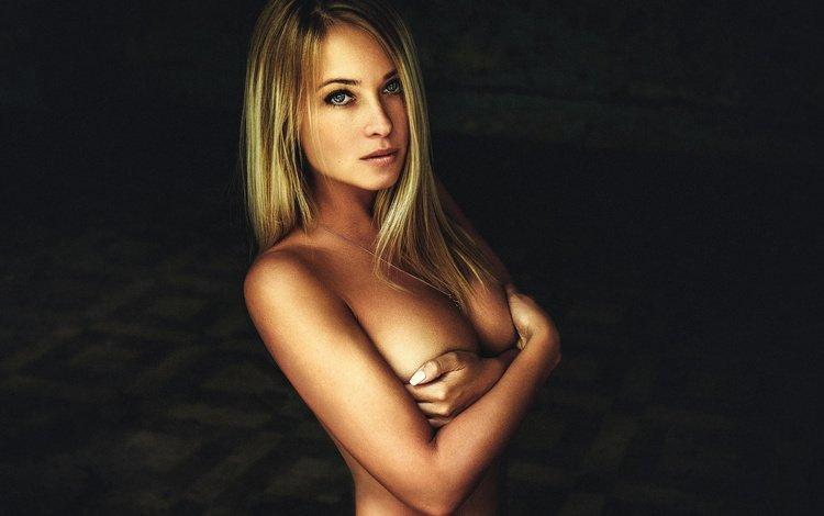 девушка, блондинка, взгляд, модель, грудь, волосы, черный фон, лицо, girl, blonde, look, model, chest, hair, black background, face