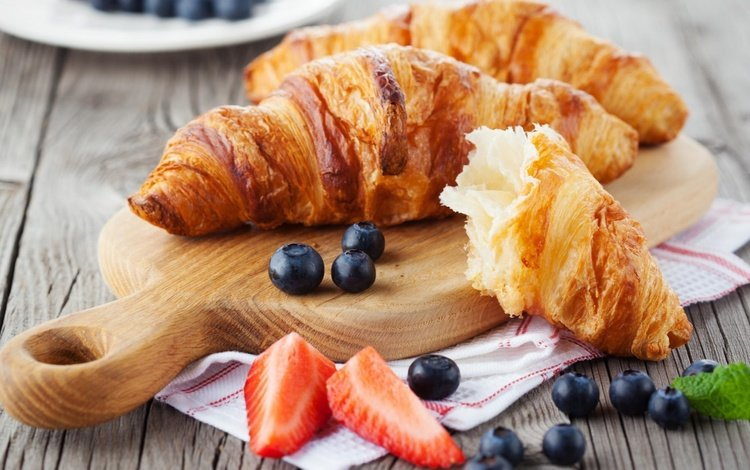 клубника, ягоды, черника, выпечка, десерт, круассаны, strawberry, berries, blueberries, cakes, dessert, croissants