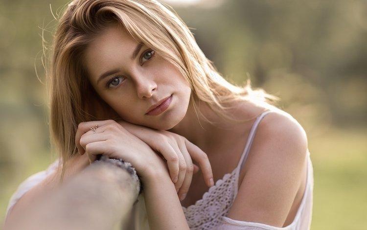 девушка, victor pereverzev, блондинка, портрет, взгляд, губы, лицо, девушка модель, голое плечо, girl, blonde, portrait, look, lips, face, girl model, bare shoulder