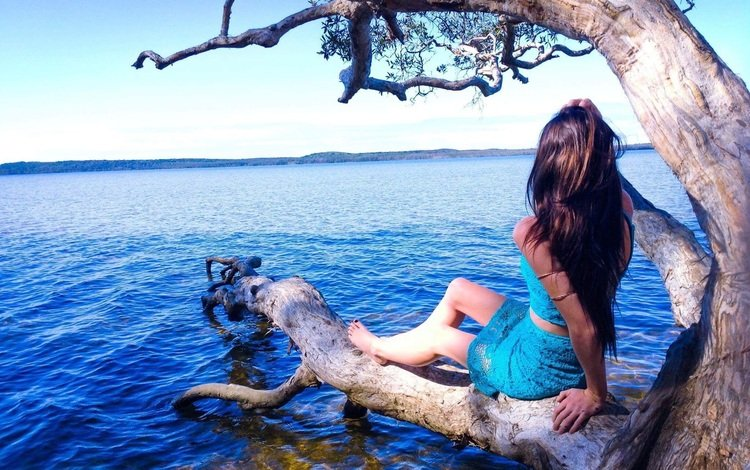the sky, lake, tree, girl, horizon, model, hair