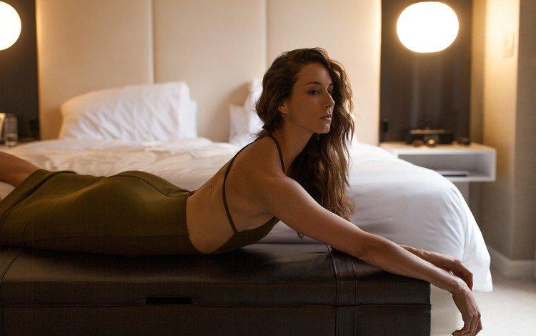 девушка, брюнетка, актриса, кровать, знаменитость, troian bellisario, girl, brunette, actress, bed, celebrity