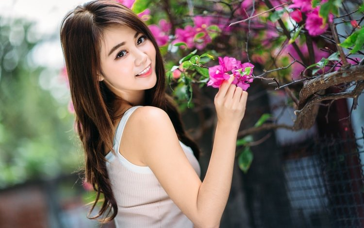 цветы, девушка, улыбка, взгляд, волосы, азиатка, боке, flowers, girl, smile, look, hair, asian, bokeh