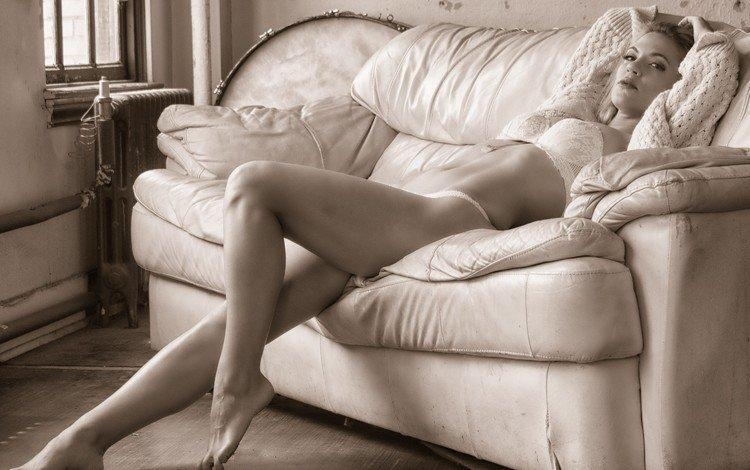 девушка, поза, взгляд, модель, ножки, лицо, диван, белье, girl, pose, look, model, legs, face, sofa, linen