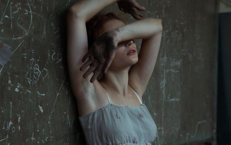 девушка, модель, грудь, ножки, губки, жест, ладошки, greta larosa, girl, model, chest, legs, sponge, gesture, her hands