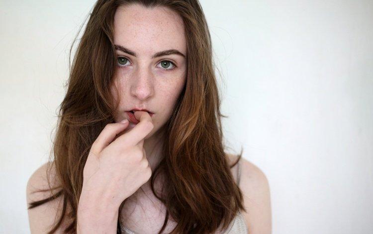 portrait, model, lips, face, green eyes, long hair, bare shoulders, isabella