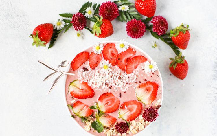 strawberry, berries, cream, berry dessert