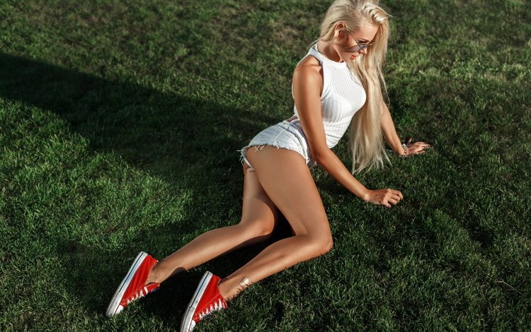 девушка, джинсовые шорты, блондинка, девушка в шортах, попа, грудь, ножки, шорты, красивая фигура, ляжки, girl, denim shorts, blonde, girl in shorts, ass, chest, legs, shorts, beautiful figure, thighs