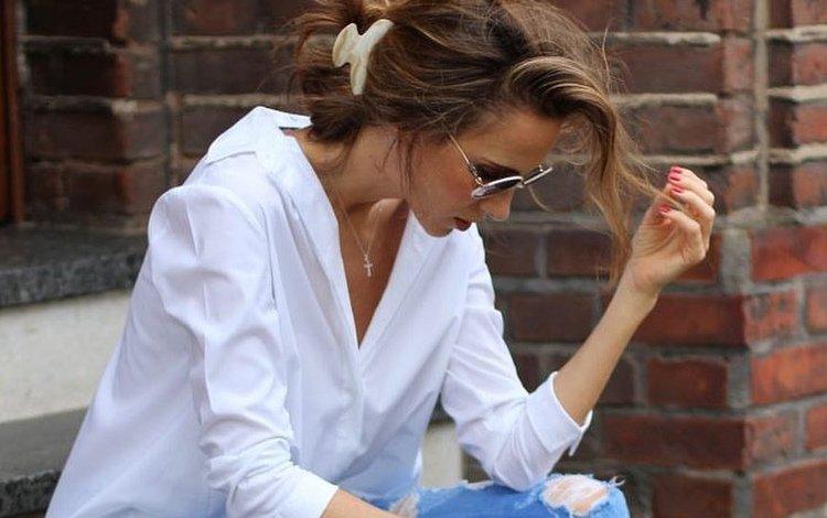 девушка, брюнетка, грудь, белая рубашка, девушка в очках, girl, brunette, chest, white shirt, girl with glasses