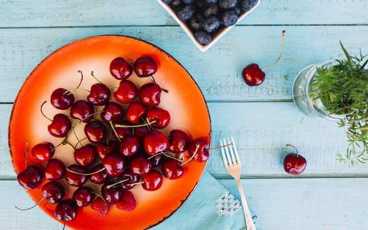 ягоды, вишня, черника, тарелка, berries, cherry, blueberries, plate