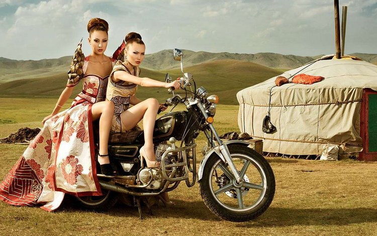 грудь, ножки, красивая фигура, две девушки, ляжки, девушки на мотоцикле, chest, legs, beautiful figure, two girls, thighs, girl on a motorcycle