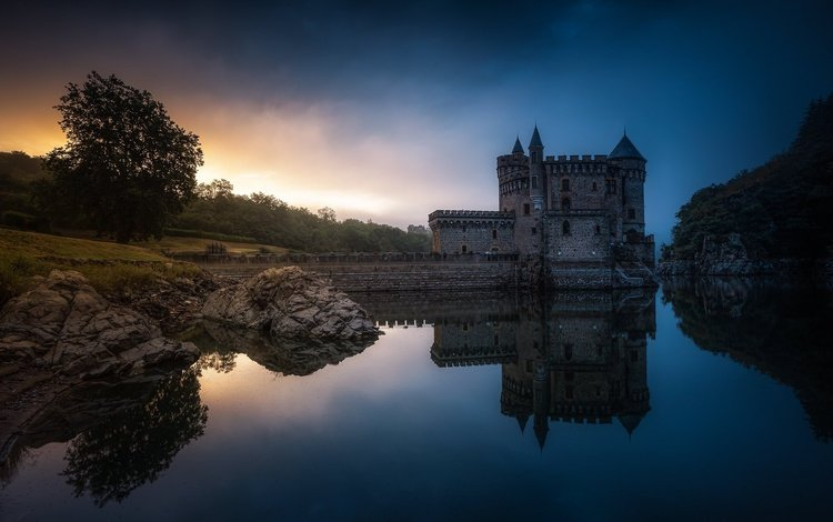 water, the evening, reflection, castle, france, chateau de la roche