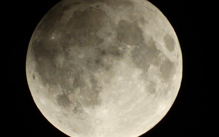 луна, the moon