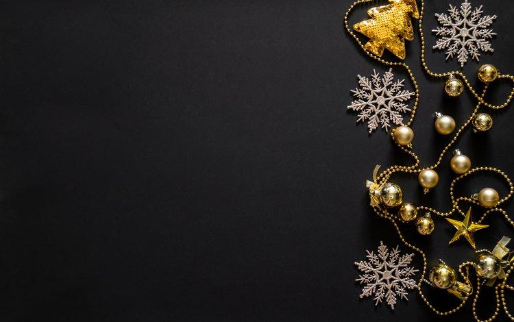 новый год, снежинки, черный фон, игрушки, бусы, рождество, золотые, декор, new year, snowflakes, black background, toys, beads, christmas, gold, decor
