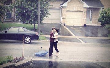 дорога, девушка, машина, парень, дождь, романтика, мальчик, нежность, чувства, поцелуй, объятия, страсть, любовь в любую погоду, непогода, влюбленная, автодорога, gевочка, воздушны поцелуй