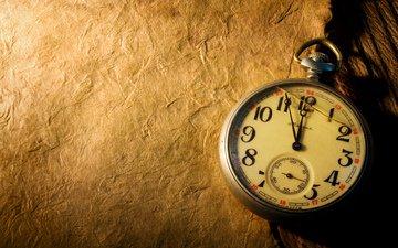 часы, рабочий стол, секундомер