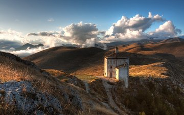 небо, облака, горы, холмы, природа, камни, кусты, церковь