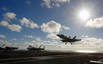 облака, солнце, истребитель, авианосец, посадка