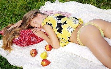 природа, девушка, фрукты, яблоки, красота, лежит, трусики, грудь, попка